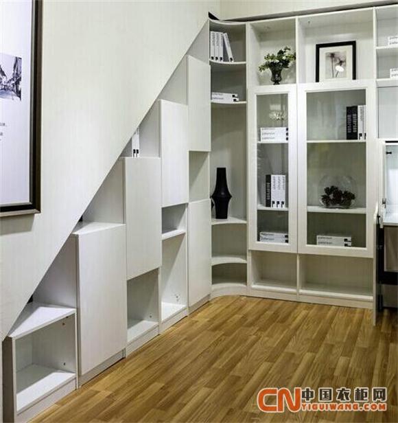 利用楼梯下面的储藏空间