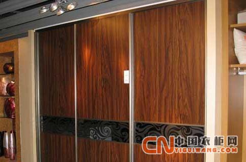 评测:联邦高登定制新浅胡桃木衣柜 值得您选择
