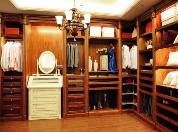 开放式衣帽间的清洁与保养