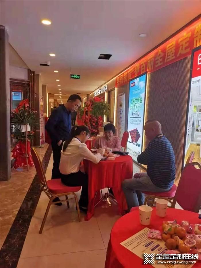 伊百丽全屋定制进驻广西柳州,现场火爆 签单不断!